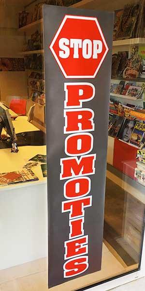 """Poster """"STOP PROMOTIES"""" L40 H168 cm"""