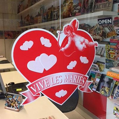 """Carton """"VIVE LES MARIES""""  L34 H32 cm"""