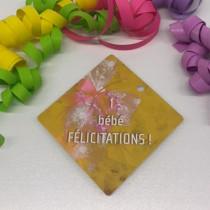 """Paquet de 50 étiquettes carton """"1 bébé félicitations !"""" L84 H84 cm"""