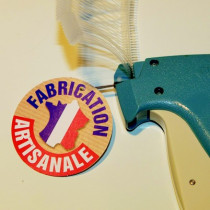 """Paquet de 50 étiquettes carton pelliculé  """"FABRICATION ARTISANALE"""" L65 H65 mm"""