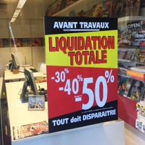 """Affiche """"LIQUIDATION TOTALE -30% -40% jusqu'à -50%""""  L50 H70 cm"""