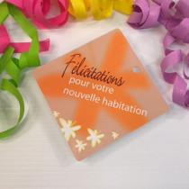 """Paquet de 50 étiquettes carton """"Félicitations pour votre nouvelle habitation"""" L84 H84 mm"""