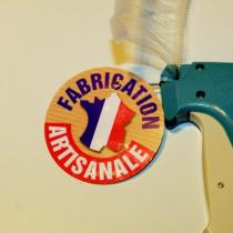 """Paquet de 50 étiquettes carton pelliculé  """"FABRICATION ARTISANALE"""" L80 H80 mm"""